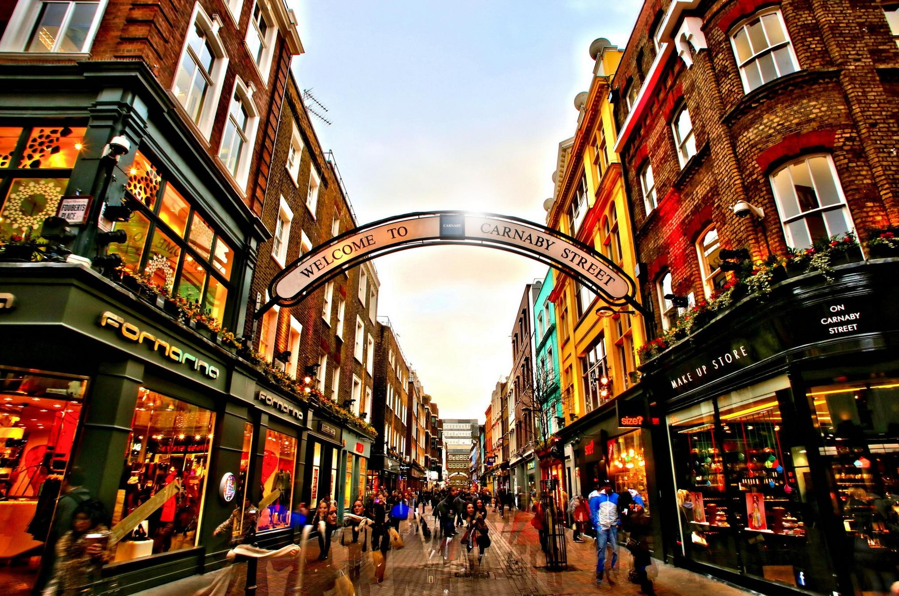 carnaby-st-shopping_in_london
