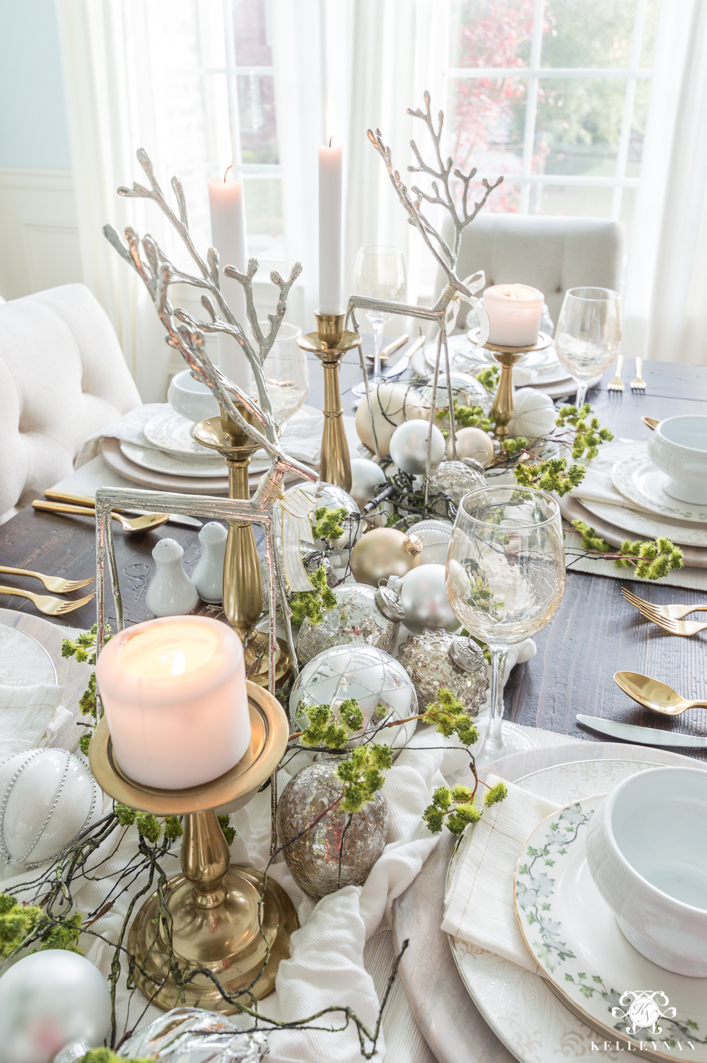 christmas tablescapes - Holiday decoration ideas www.flightofspice.com -1